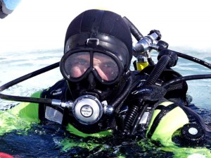 Plonger sous la glace avec une équipe expérimentée Copyrith : Alban Michon