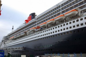 QUEEN MARY 2 CONSTRUIT AUX CHANTIERS DE ST NARAIRE