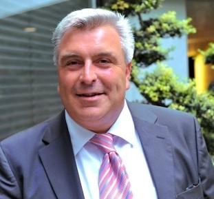 Ministre délégué auprès de la ministre de l'Ecologie, du Développement durable et de l'Energie, chargé des Transports, de la Mer et de la Pêche