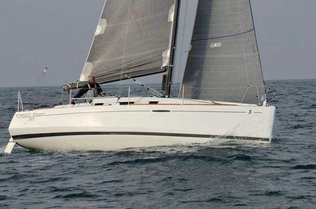 © Eric Dinel, mai 2013, sur son nouveau bateau, entre Yeu et la Trinité.