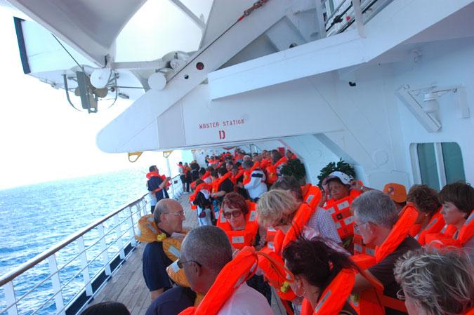 Photo A.Cassim - Passagers avec gilet de sauvetage
